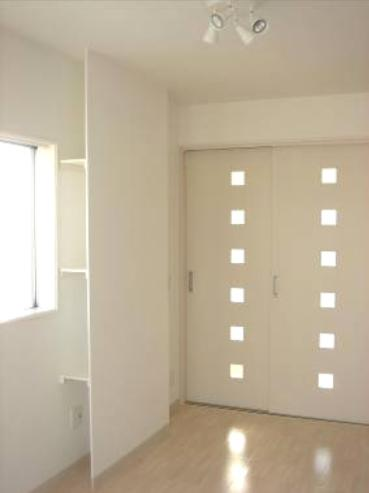 「カラフル・リフォーム」視覚で楽しむ家の部屋 ホワイトで統一した洋室-2