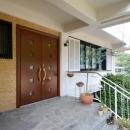 両開きの大きな玄関ドア