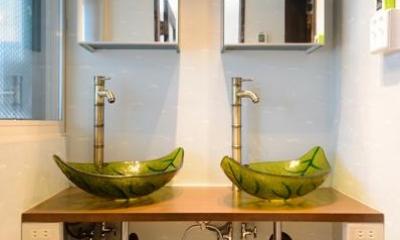 洗面室-施主支給の洗面ボウル|自然に囲まれた立地にこだわりの欧風空間を実現