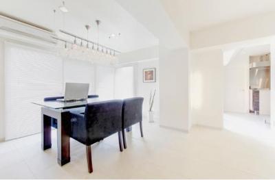 ダイニング-白を基調とした上質空間 (素材や設備を吟味した高級シンプルモダン空間)