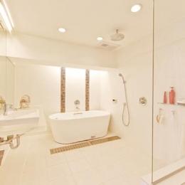 素材や設備を吟味した高級シンプルモダン空間 (ホテルライクなバスルーム)