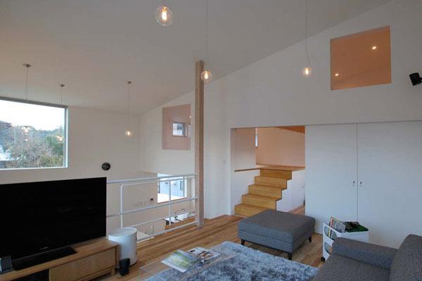 甲賀の家 (開放的なリビング)