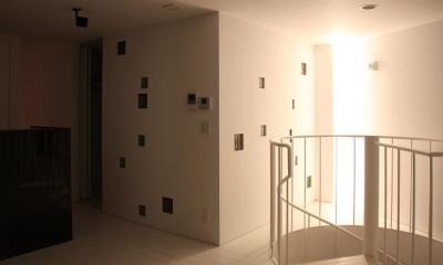 三角敷地の白い家 (リビングの照明)