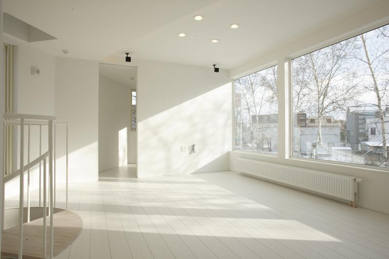 建築家:大谷裕之「三角敷地の白い家」