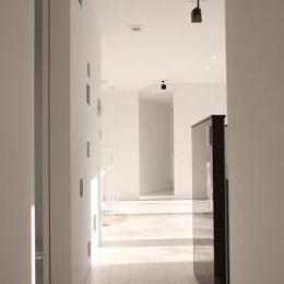 三角敷地の白い家 (開放的な空間)