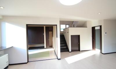階段書斎のある家 (階段収納のあるリビング)