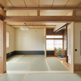 和風の家 (ドアと可動間仕切りのある和室)