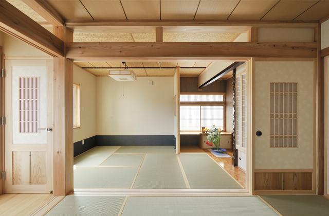 和風の家の部屋 ドアと可動間仕切りのある和室