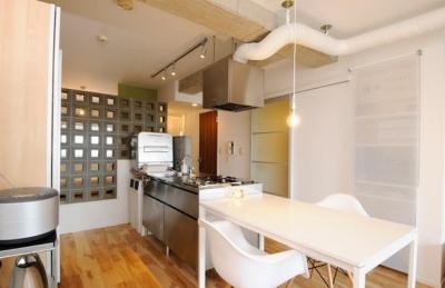 ステンレス素材のキッチン (お客様とコラボ。デザイナーズ・リフォーム)