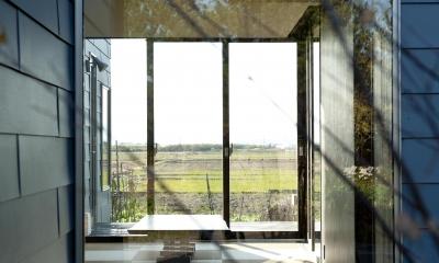 k house (屋外より和室を見る(撮影:© 村井 勇))