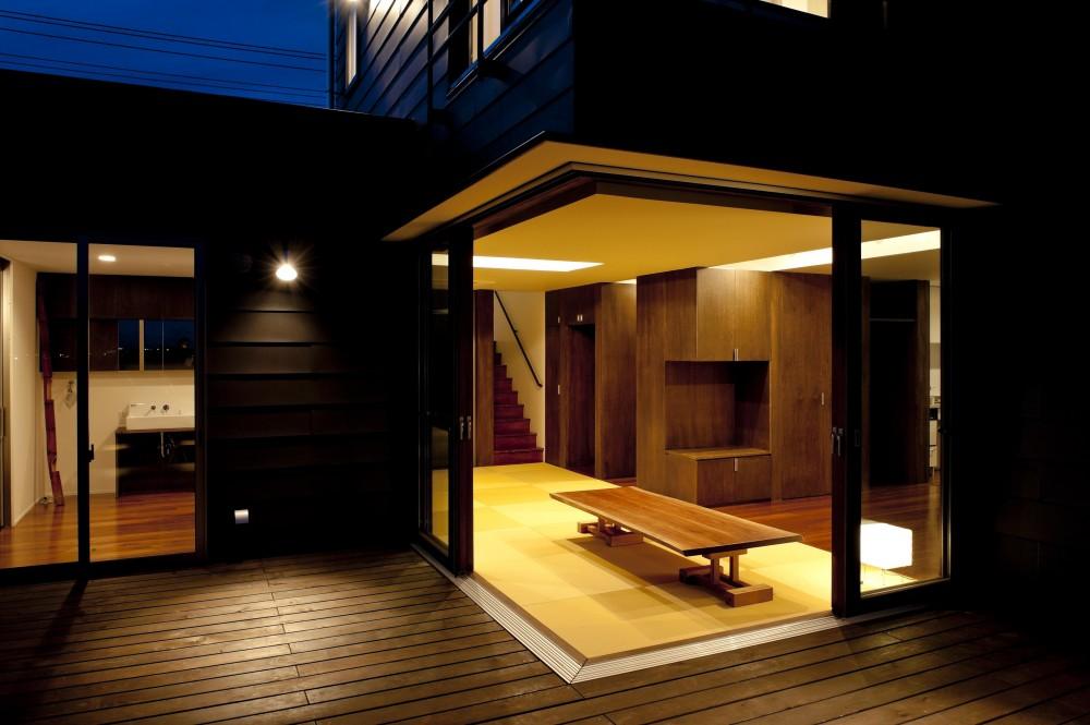 k house (テラスより室内を見る(撮影:© 村井 勇))
