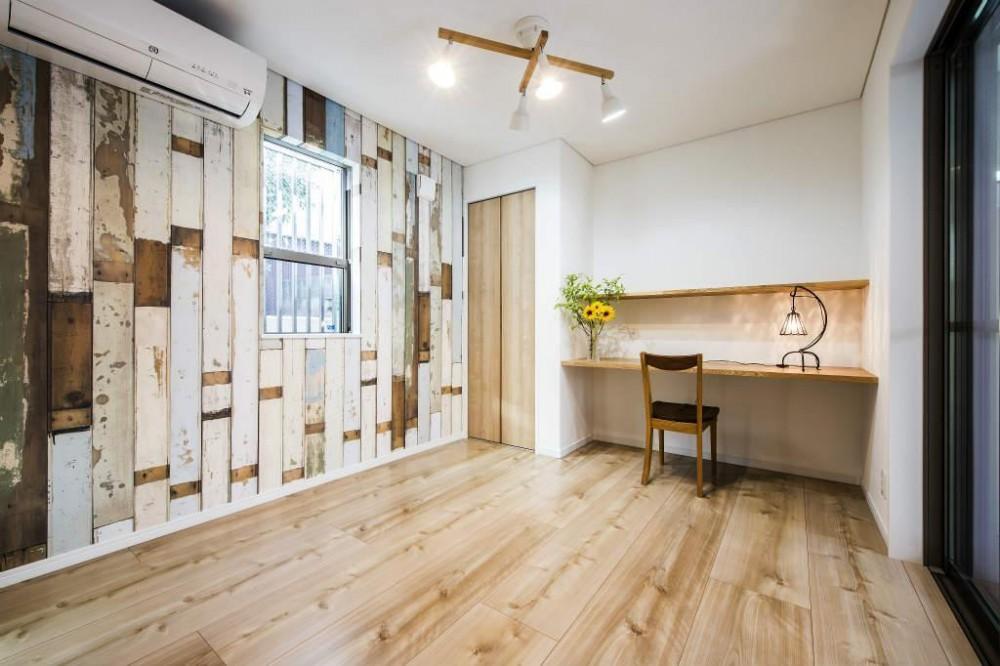 紺×白のナチュラルモダンな家 (輸入クロスの可愛い部屋)