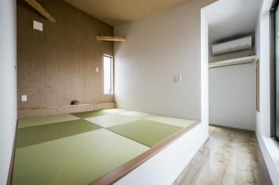 ベッドルーム (紺×白のナチュラルモダンな家)