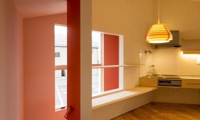 t house (キッチンと窓(撮影:© 村井 勇))