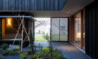 o house (中庭・土間2(撮影:© 村井 勇))