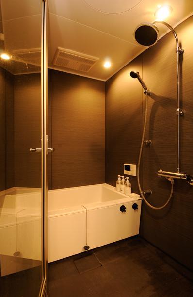 お客様とコラボ。デザイナーズ・リフォームの写真 モダンな浴室
