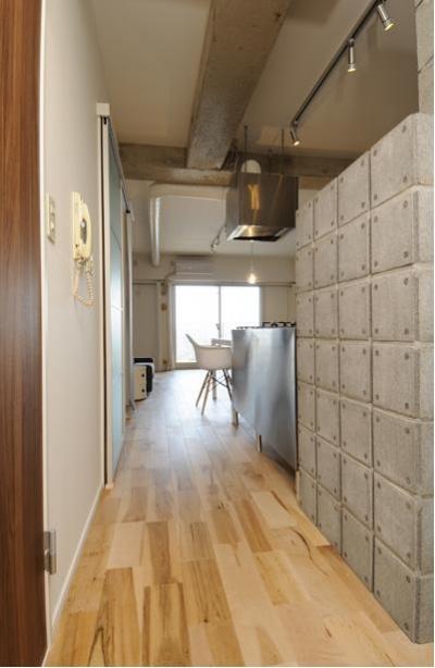 廊下-無機質なオンリーワンの空間 (お客様とコラボ。デザイナーズ・リフォーム)