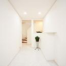 白で統一された廊下