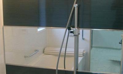 「懐かしさ」と「新しさ」を感じるモダンデザイン (モダンな浴室)