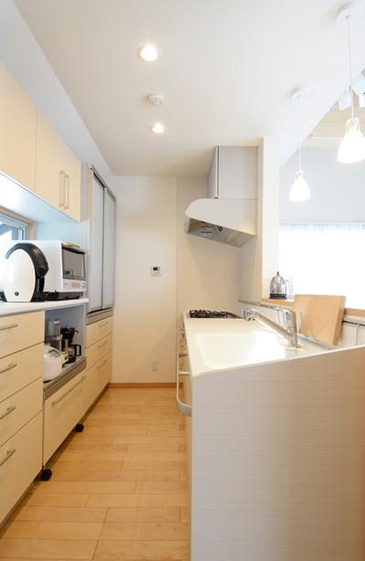 構造体まで補修したリフレッシュリフォームの部屋 対面式キッチン