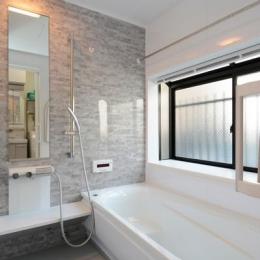 構造体まで補修したリフレッシュリフォーム (気品漂う浴室)