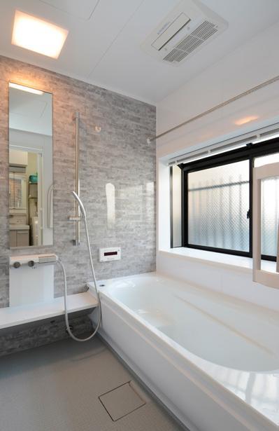 構造体まで補修したリフレッシュリフォームの部屋 気品漂う浴室