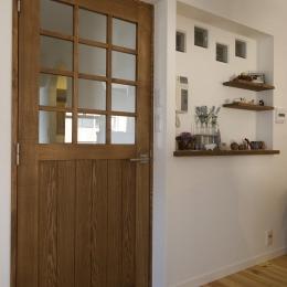 こだわりのドアと飾り棚のニッチ