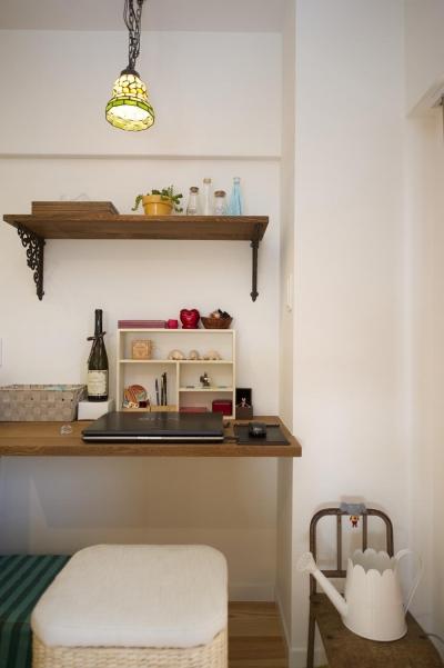 パソコンスペース (I邸・斜めに配置したキッチンで、動きと変化を)