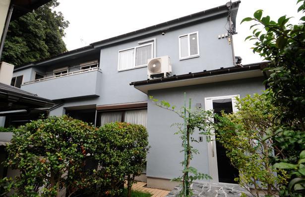 増築で実現した完全分離型二世帯住宅 (外観-塗装により見栄えを一新)