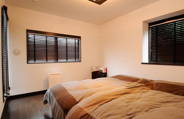 増築で実現した完全分離型二世帯住宅 (開放的なベッドルーム)