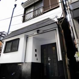 日本情緒漂う「蔵」とシンプルモダンのLDK (下町の雰囲気に合う外観)