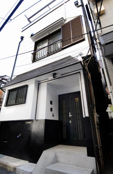 日本情緒漂う「蔵」とシンプルモダンのLDKの部屋 下町の雰囲気に合う外観