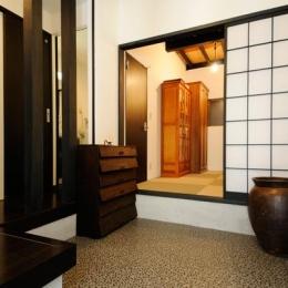 日本情緒漂う「蔵」とシンプルモダンのLDK (広々とした土間空間)