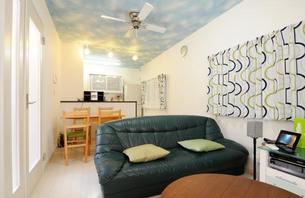 日本情緒漂う「蔵」とシンプルモダンのLDKの部屋 明るくシンプルな色合いの2階LDK