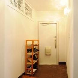 リビングと和室を組み合わせた和みのLDK (すっきりとした玄関)