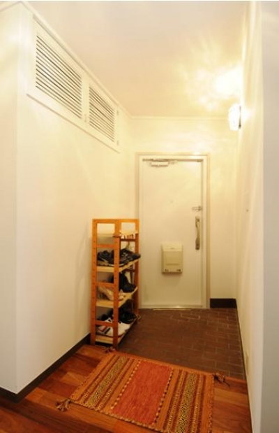 すっきりとした玄関 (リビングと和室を組み合わせた和みのLDK)