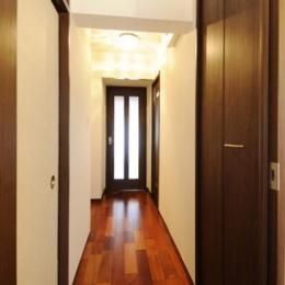 リビングと和室を組み合わせた和みのLDK (LDKにつながる廊下)