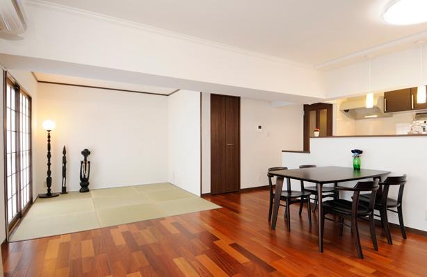 リビングと和室を組み合わせた和みのLDKの部屋 ひと繋がりの広いLDK