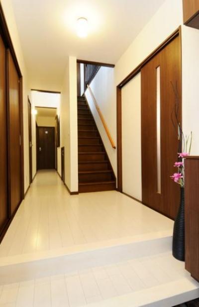 廊下・階段 (笑顔溢れるキッチンと光に包まれる安らぎのLDK)