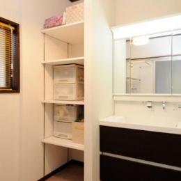 笑顔溢れるキッチンと光に包まれる安らぎのLDK (収納豊富な洗面室)