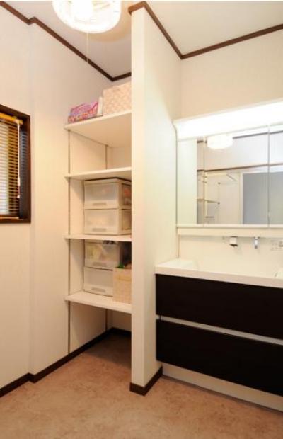 収納豊富な洗面室 (笑顔溢れるキッチンと光に包まれる安らぎのLDK)