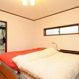 笑顔溢れるキッチンと光に包まれる安らぎのLDK (ウォークインクローゼットのある寝室)