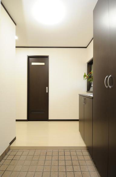 終の棲家としてこだわりの家作りの部屋 落ち着いた雰囲気の玄関ホール