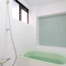 終の棲家としてこだわりの家作りの写真 オリジナルデザインの浴室
