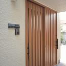木製引き戸の玄関
