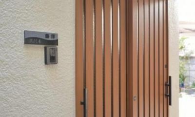 高齢者介護を前提とした自然素材リフォーム (木製引き戸の玄関)