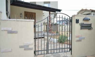 お洒落な玄関門扉|お寺の庫裡の大規模スケルトンリフォーム