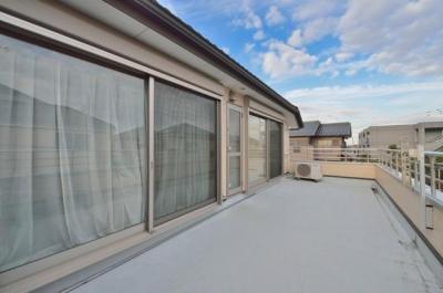 2階ルーフバルコニー (レンガタイル張りの素敵なお家)