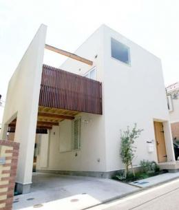 『海を望む家』建築家と建てる横須賀の狭小住宅 (ゆったりと広く感じる狭小住宅外観)