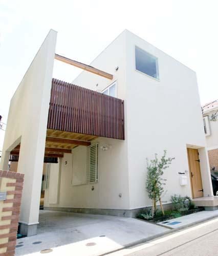 『海を望む家』建築家と建てる横須賀の狭小住宅の写真 ゆったりと広く感じる狭小住宅外観
